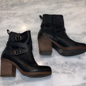 Lucky Brand Two Buckle Booties, size 8.5